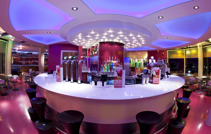 The Ocean Hotel Bognor Regis Resort Butlins : 46 105370BR OH bar from www.butlins.com size 700 x 446 jpeg 51kB